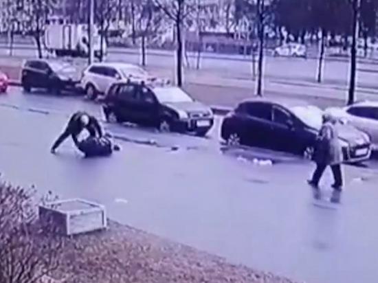 В Купчино агрессивный водитель пытался застрелить и зарезать старшего брата