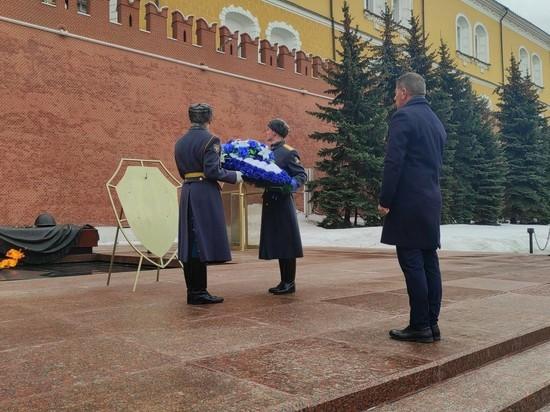 Габи Ашкенази возложил венок на могилу Неизвестного солдата в Москве