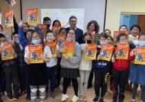 В Якутии презентовали 3D-книгу для детей с нарушениями зрения и слуха