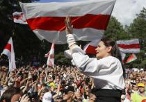 Экс-кандидат в президенты Белоруссии, вынужденная выехать в Литву из-за преследований, Светлана Тихановская выступила с обращением к нации, в котором сообщила, что запускает онлайн-голосование о переговорах с властью