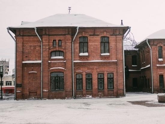 В Барнауле начали ремонтировать пострадавший от пожара Дом афганцев