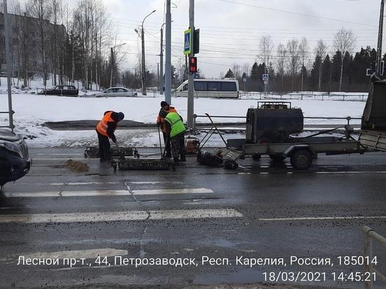 В Петрозаводске стартовал ямочный ремонт дорог