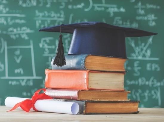 Доля желающих поступать в вуз выпускников упала в два раза за десять лет