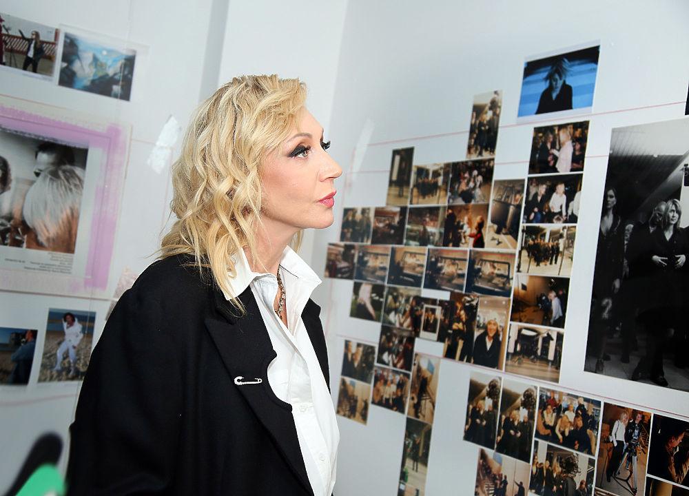 Кристина Орбакайте посетила выставку фоторабот Ирины Мироновой