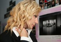 Кристина Орбакайте пришла с фонариком на выставку
