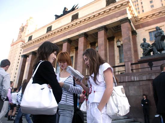 «Выпускникам вузов сложнее найти работу, чем соискателям сразу после школы»