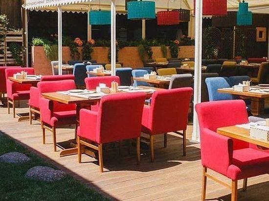 Смольный разрешит открыть летние кафе с 16 апреля
