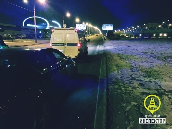 Нетрезвый водитель Skoda без прав попался полицейским на Планерной