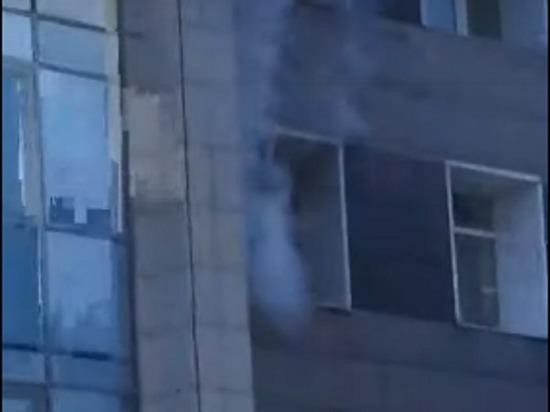 Дым в окне Диагностического центра Алтайского края оказался паром