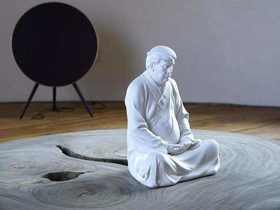 В Китае художник создал фигурку Трампа в образе Будды