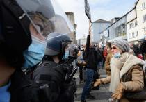 Полиция разогнала протестующих против локдауна европейцев дубинками и слезоточивым газом