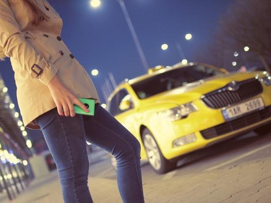 Петербург возглавил список российских регионов по спросу на таксистов