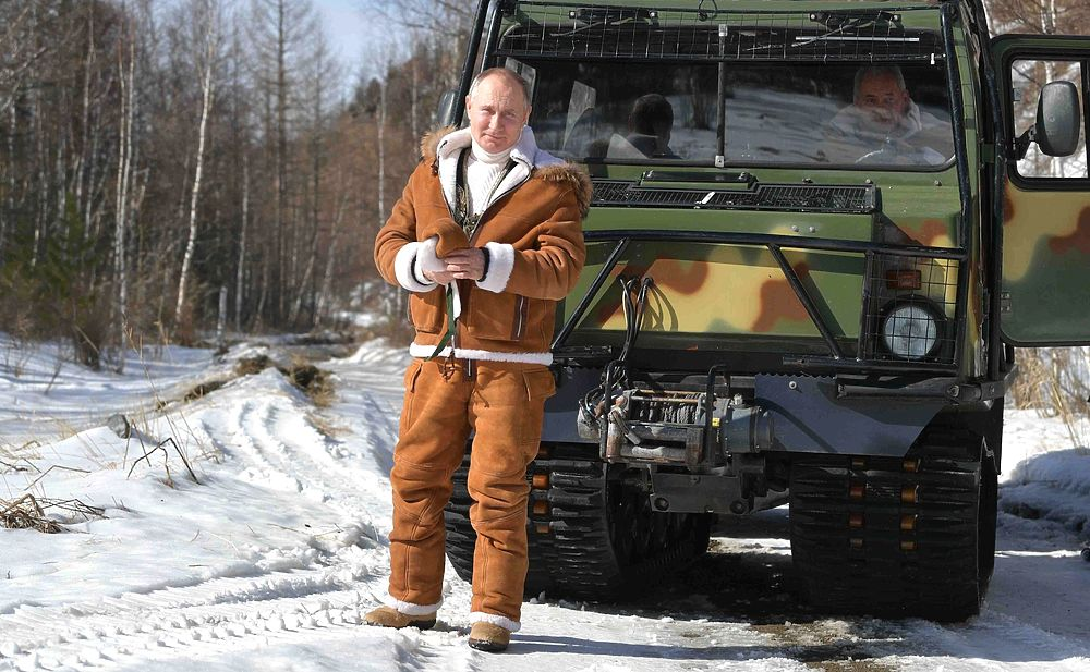 Путин прокатился по тайге на вездеходе: кадры отдыха с Шойгу