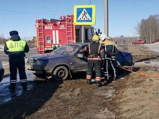 В Суздальском районе столкнулись два легковых авто: спасатели деблокировали пострадавшего