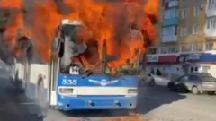В центре Кирова загорелся троллейбус с пассажирами: видео