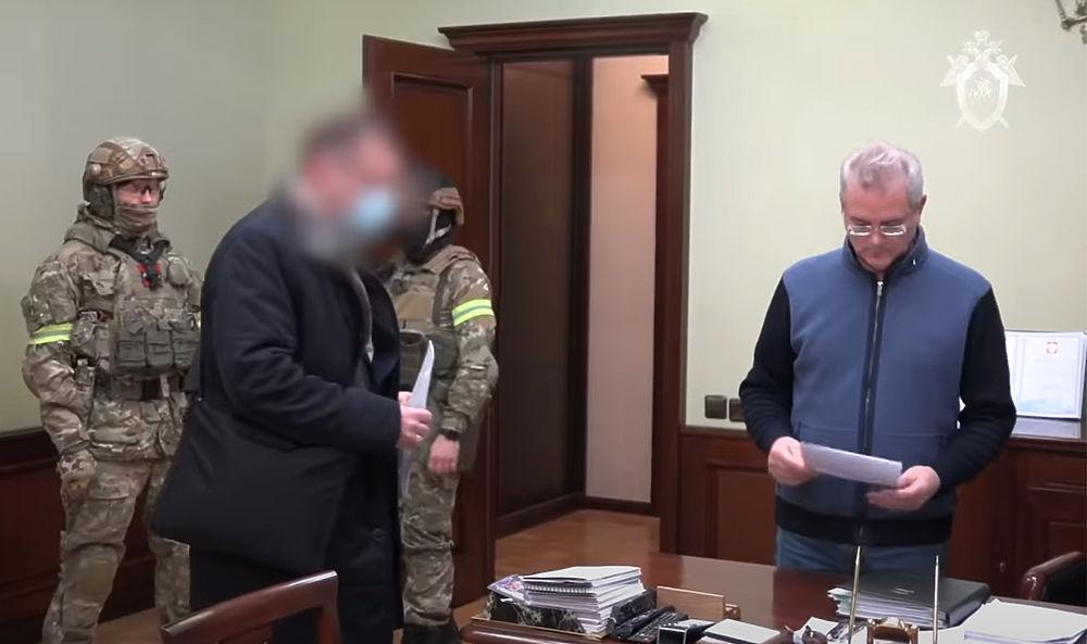 Появились кадры обыска у губернатора Белозерцева: миллионы, оружие, портрет