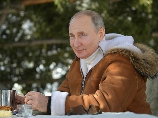 Песков поделился деталями отдыха Путина в тайге