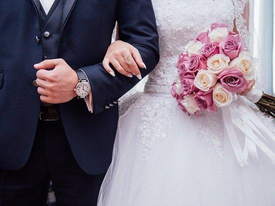 В 2020 году в России на рекордные 26% выросло количество брачных договоров, заключаемых супружескими парами, – по данным Федеральной нотариальной палаты (ФНП), в общей сложности за прошлый год было подписано 142,5 тыс.