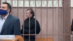 Жена Бориса Шпигеля поджала губы, услышав об аресте: кадры суда