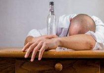 Нарколог назвал лучший способ избежать похмелья