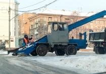 Снегоуборочная техника вышла на улицы Донецка в конце марта