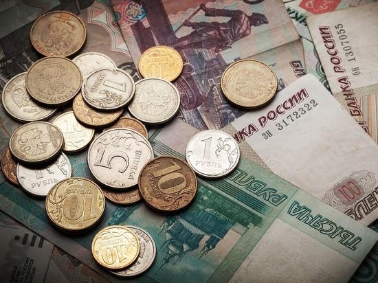 После укрепления по весне он упал к доллару и евро