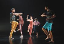 Екатеринбургский театр «Провинциальные танцы» показал в Москве спектакль под названием «345», открыв таким образом конкурсную программу «Золотой маски» в номинации «современный танец» и представив зрителям сразу два из пяти балетов, выдвинутых по этой номинации