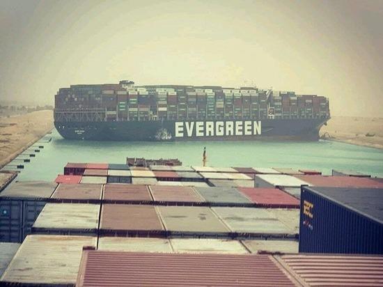 """""""Пробки"""" из судов скопились на входе в Суэцкий канал в Красном и Средиземном морях"""