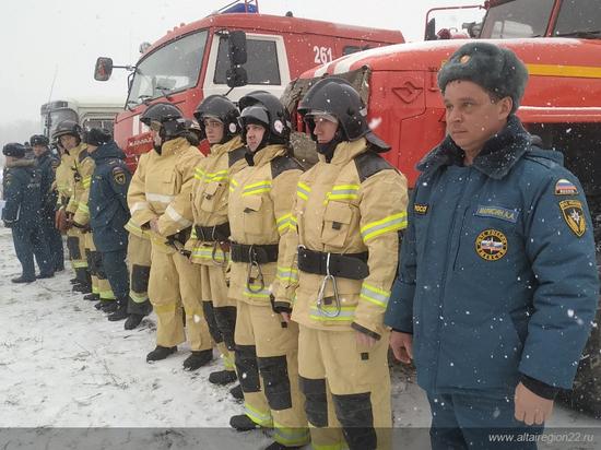 Губернатор Алтайского края посетил тренировку спасателей в преддверие паводка