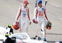Болиды нового сезона «Формулы-1» представлены, начищены, заправлены и уже стоят под парами, чтобы стартовать вместе с первым гоночным этапом  26 марта. Накануне Гран-при Бахрейна «МК-Спорт» представляет рейтинг годовых контрактов пилотов. Спойлер: Мика Шумахера оценили ниже российского гонщика Никиты Мазепина.