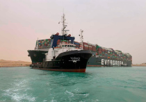 Гигантский контейнеровоз заблокировал Суэцкий канал и взвинтил цены на нефть