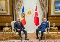 Додон поздравил Эрдогана с переизбранием главой правящей партии
