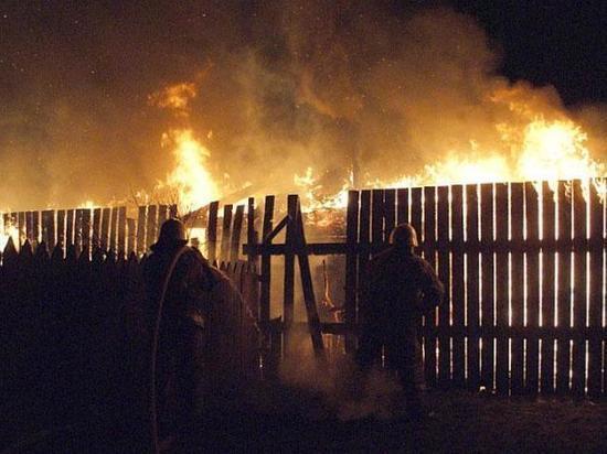 В Аскизе загорелся двухквартирный жилой дом