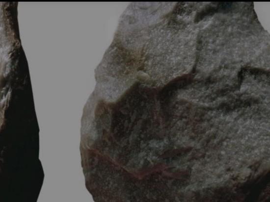 Люди намного раньше научились делать каменные орудия, чем считалось ранее