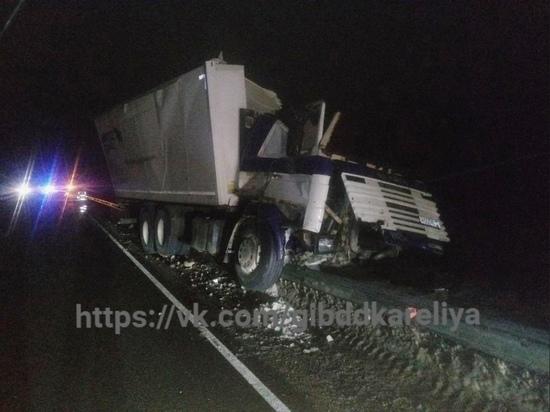 Водитель грузовика чудом выжил в страшном ДТП в Карелии