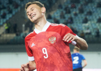 Бей, Чалов, спасай, Максименко! Сборная стартовала на молодежном Евро