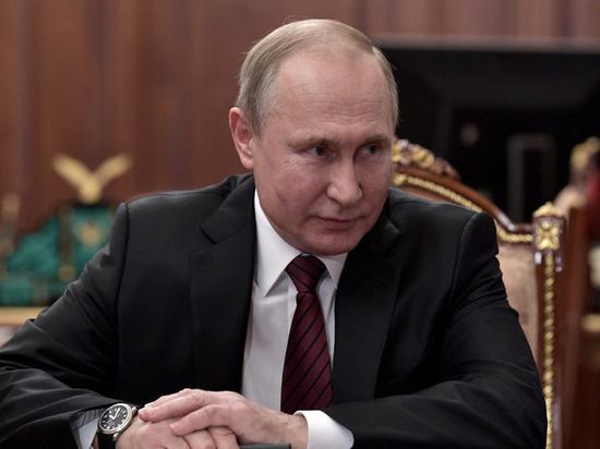 Путин улыбнулся из-за фотографии Баскова в детском театре