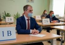 Глава Салехарда сдал ЕГЭ по русскому вместе с родителями выпускников
