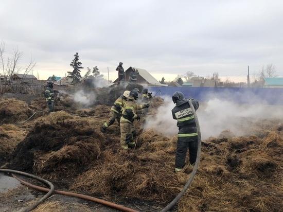 Крупные степные палы и горящее сено тушили пожарные Хакасии накануне