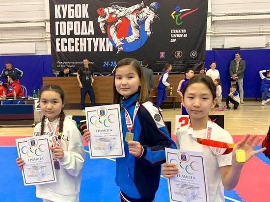 Калмыцкие тхэквондистки завоевали золото и бронзу в Ессентуках