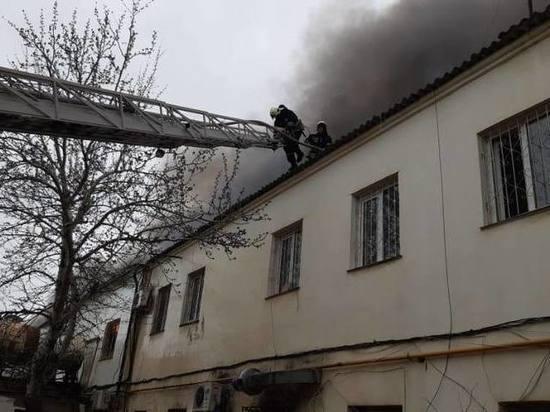В Махачкале загорелось двухэтажное здание