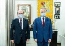 Додон обсудил с российским послом сроки доставки вакцины Sputnik-V.