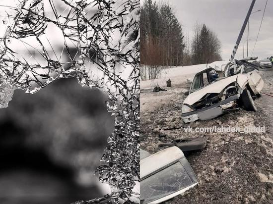 Жесткая авария в Карелии: иномарка превратилась в груду металла