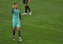 Роналду выкинул капитанскую повязку после матча с Сербией