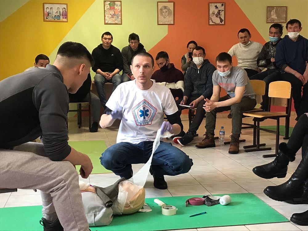 Медики из Ноябрьска учили тундровиков в Яр-Сале оказанию первой помощи: фоторепортаж