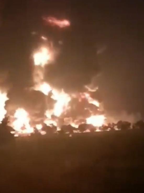 Появилось видео мощного взрыва на НПЗ в Индонезии