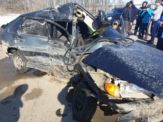 21-летний водитель «четырнадцатой» погиб в ДТП с фурой в Чувашии
