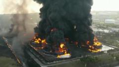 Горящий нефтезавод в Индонезии показали с воздуха