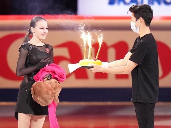 Щербакова разделась на льду, а Чен подарил ей торт