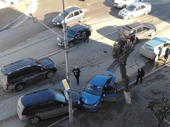 В массовом ДТП на улице Циолковского в Рязани пострадали двое водителей